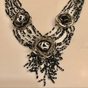 Jewelry - 3 Flowers Seed Beaded Necklace Victorian Style